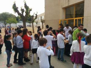 Festa de Sant Jordi. Xocolatada organitzada per l'Ampa